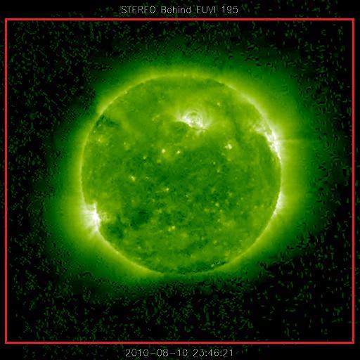 """魔旅士上NASA的網站, 狂看太陽照片幾百張! 又比較了網路上天文迷保留NASA的照片, 得到一些有趣的分析結果: (1) 在NASA的觀測太陽照片中, 的確可以看到大小比地球還大的奇怪球體, 甚至是""""怪異形狀""""物體. (2) 現存於NASA的1/18日05:36照片, 與網路上流傳的另一版本的確不同!"""
