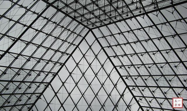羅浮宮:玻璃金字塔